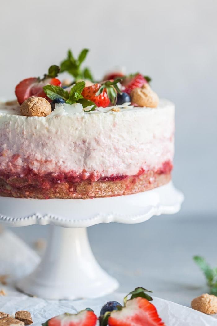 käsekuchen mit erdbeeren, sommerdessert ideen, cheesecake mit erdbeeren, erdbeertorte