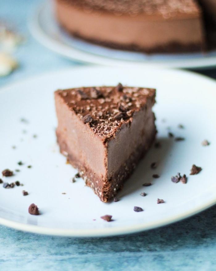 käsekuchen ohne mehl, schokoladenkuchen mit nussboden, kuchen mit schokolade und frischkäse