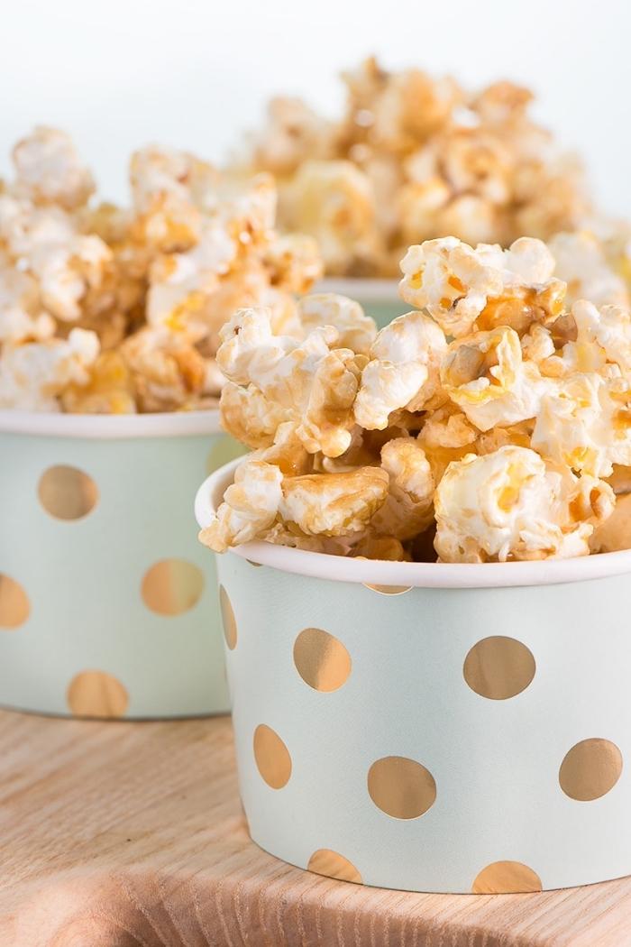 kalorienarme snacks, popcorns mit karamell, puffmais rezept, partyessen einfach