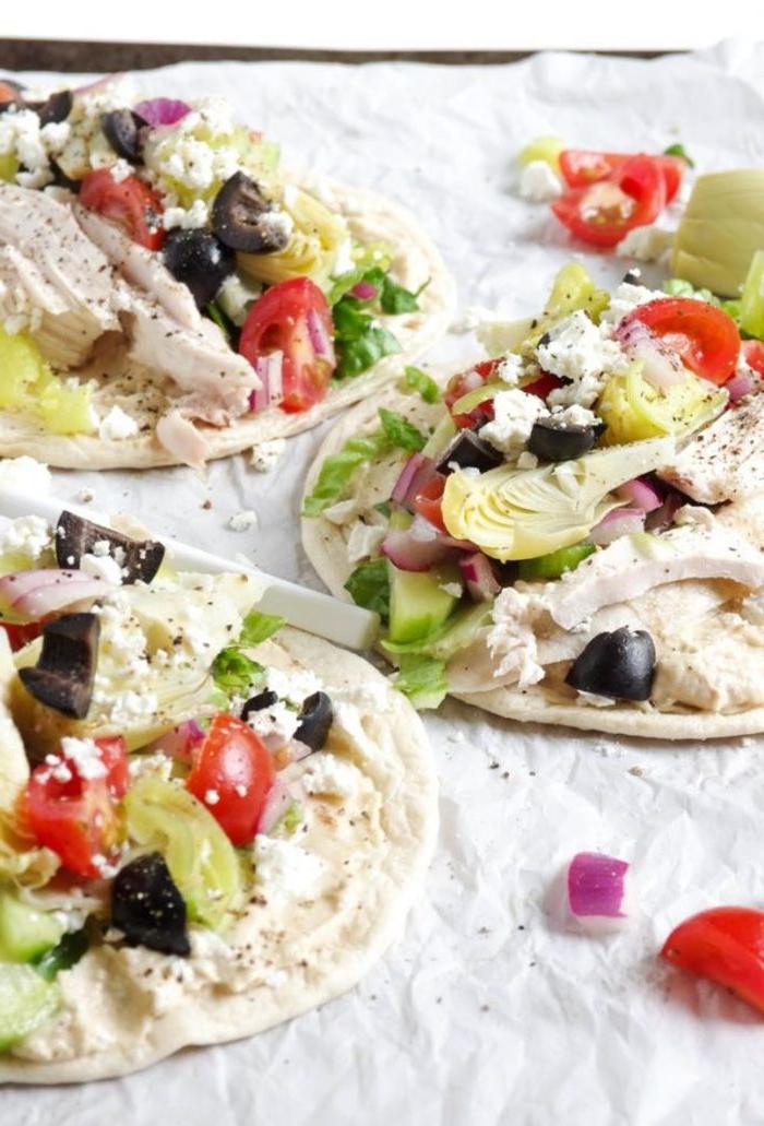 was esse ich heute, tortillas selber machen mit weichkäse, oliven, tomaten, avocados, kohl, vegetarische wraps