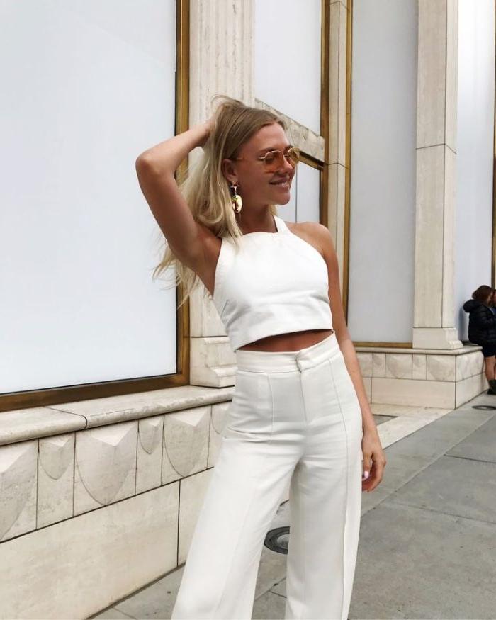 französische mode online shop, weißes outfit ideen, hose mit top, runde brille