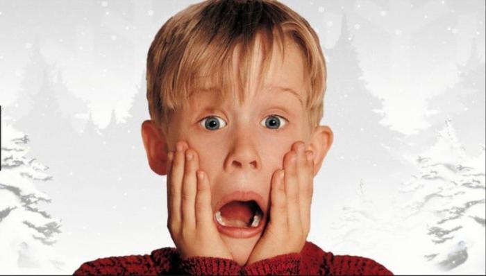 Ein schreiendes Kind, auf einem weißen Hintergrund Kevin - Allein zu Haus