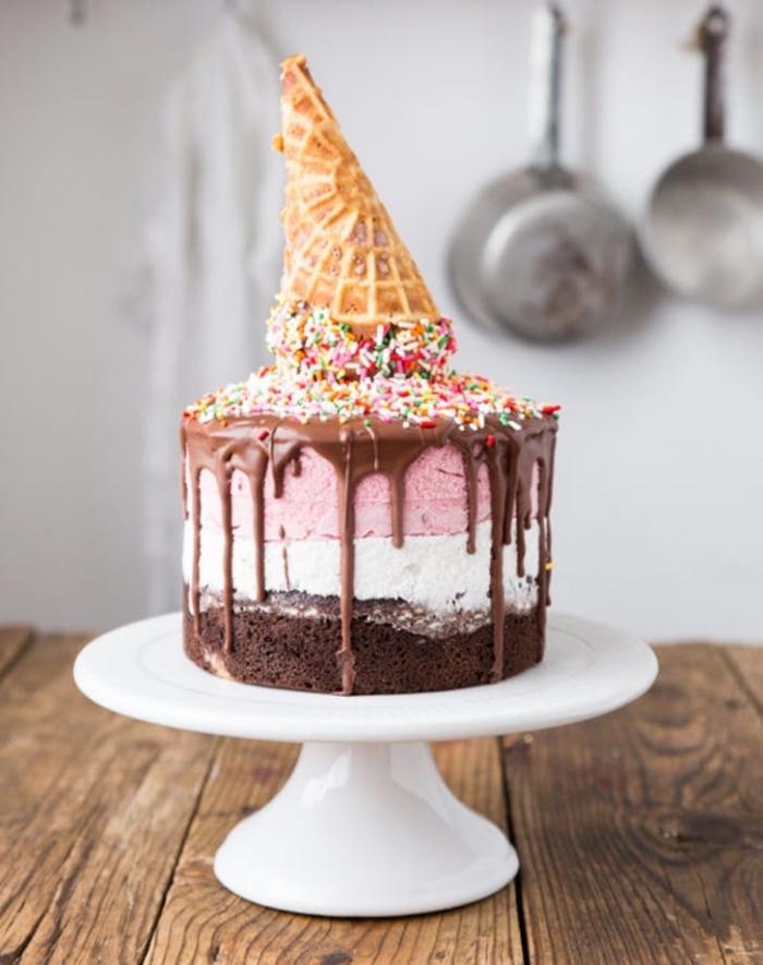 kindergeburtstagskuchen ideen, eiscreme torte selber machen, geburtstagstorte dekorieren