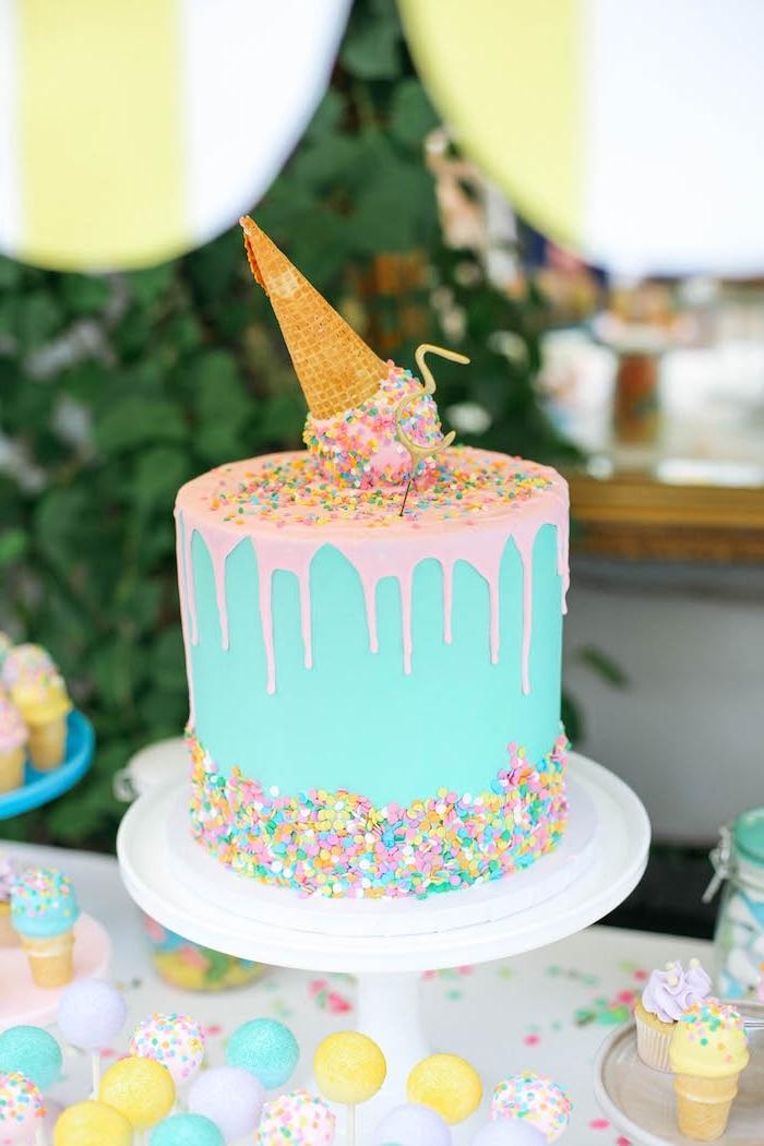 kuchen für kindergeburtstag selber machen und dekorieren, eiscreme torte in pastellfarben