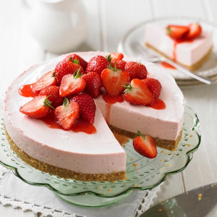 kuchen mit keksboden, erdbeer torte mit philadelphia frischkäse und frischen früchten