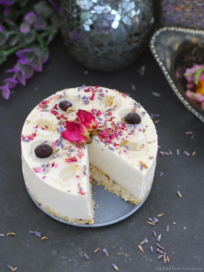 cheesecake rezepte, kuchen mit keksboden, geburtstagtorte ideen, torte zum geburtstag ohne backen