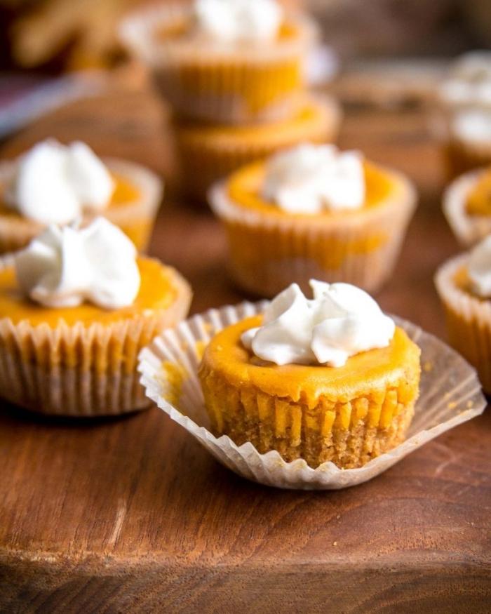 kuchen ohne kohlenhydrate, low carb nachtisch ideen, mini cheesecakes, dessert zum halloween