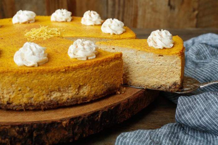kuchen ohne kohlenhydrate, frischkäsekuchen mit kürbis, dessert zum halloween ideen
