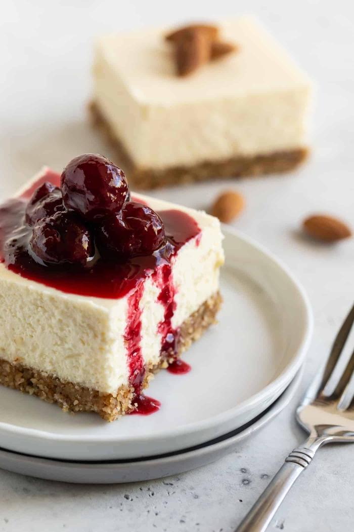 kuchen ohne mehl und zucker, cheesecake mit kirschen, frischkäsekuchen mit nussboden