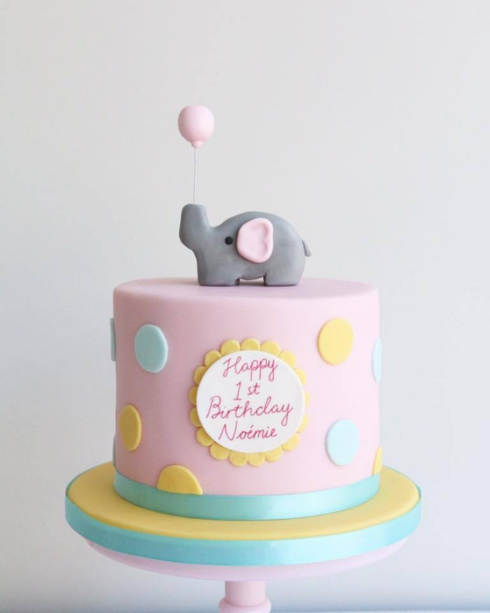 kinderparty ideen, kuchen zum 1 geburtstag, torte mit fondant dekorieren, kleiner elefant
