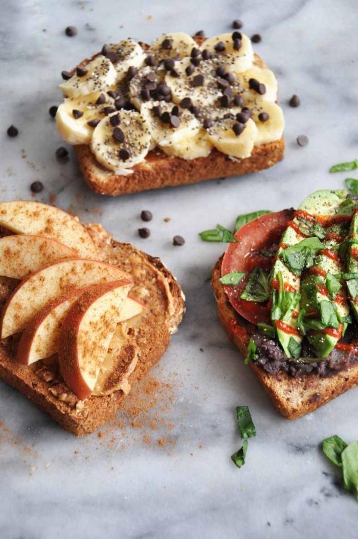 was esse ich heute, sandwiches mit verschiedenen zutaten, avocado und tomate oder süß mit äpfel und zimt bzw. banane schoko