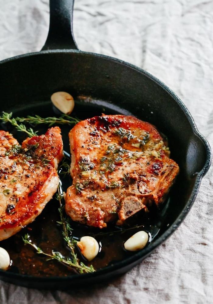 schnelle rezepte mittagessen, leicht zum kochen, fleisch stücke mit knoblauch und rosmarin
