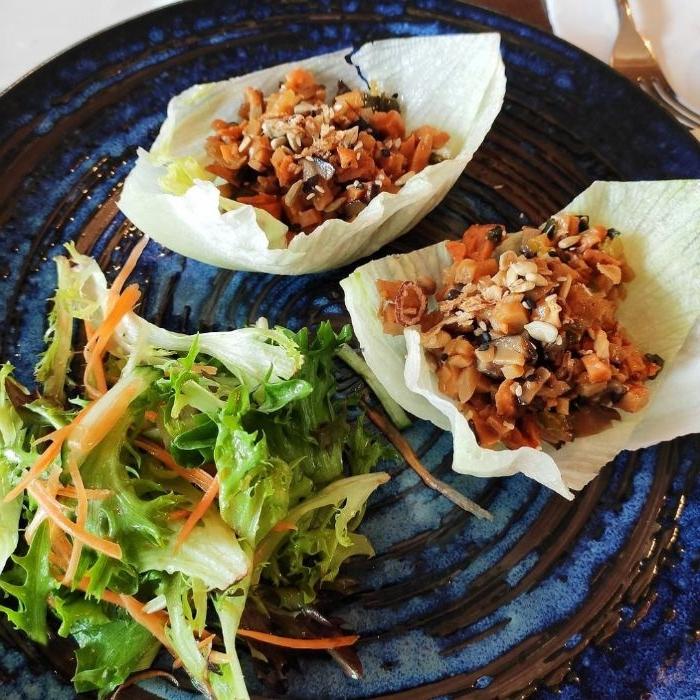schnelle rezepte mittagessen, grünsalat, fleisch und salat als beilage, kreative idee für keto diät