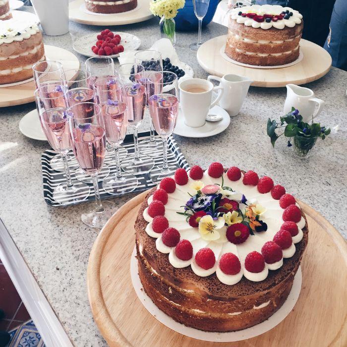 rezept, linzer torte, eine torte mit blatt wie beim linzer cake und creme zwischen den schichten, kreaitive rezeptideen