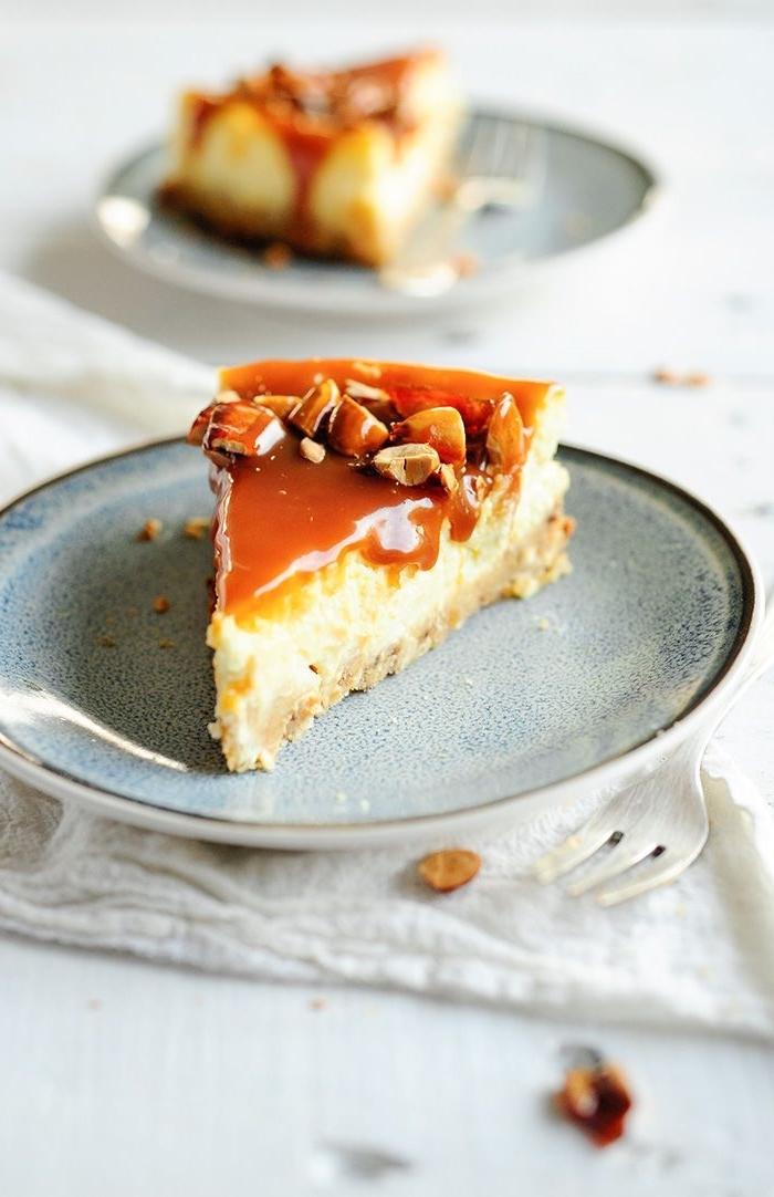 nachtisch ideen, low carb apfelnkuchen mit nüssen und karamell, käsekuchen kohlenhydratarm