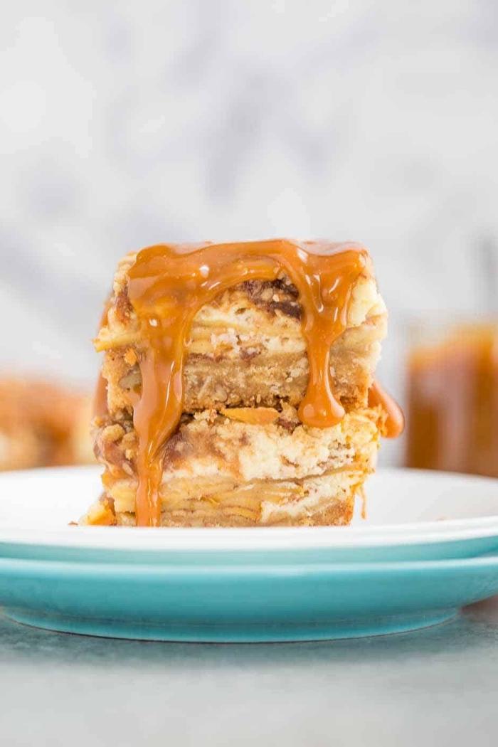 low carb apfelkuchen rezept, cheesecake bars mit nüssen und karamell, dessert mit äpfeln