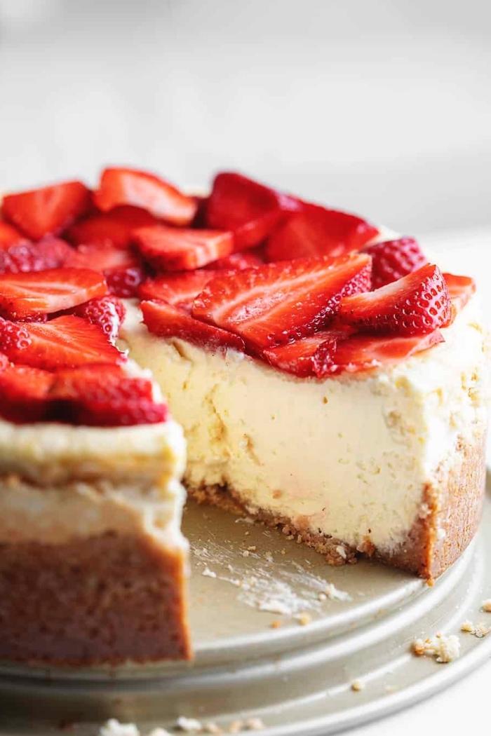 low carb kuchen mit erdbeeren, cheesecake mit beeren, gesunder käsekuchen, kohlenhydratarm