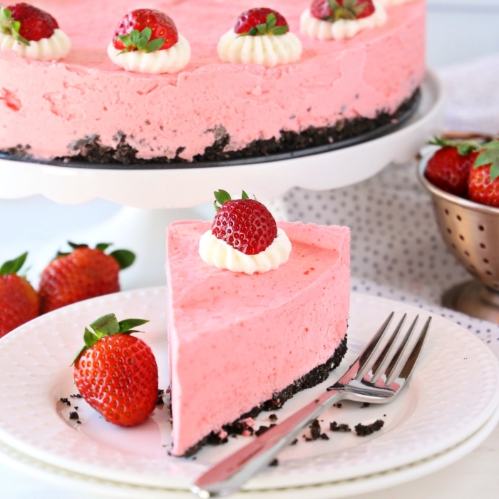 frischkäsekuchen mit erdbeeren und boden mit kakao und nüssen, low carb kuchen rezepte