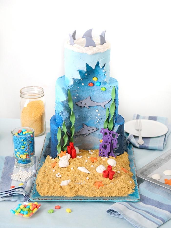 kustige kuchen kindergeburtstag, torte aquarium selber machen, fische, wasser, sand
