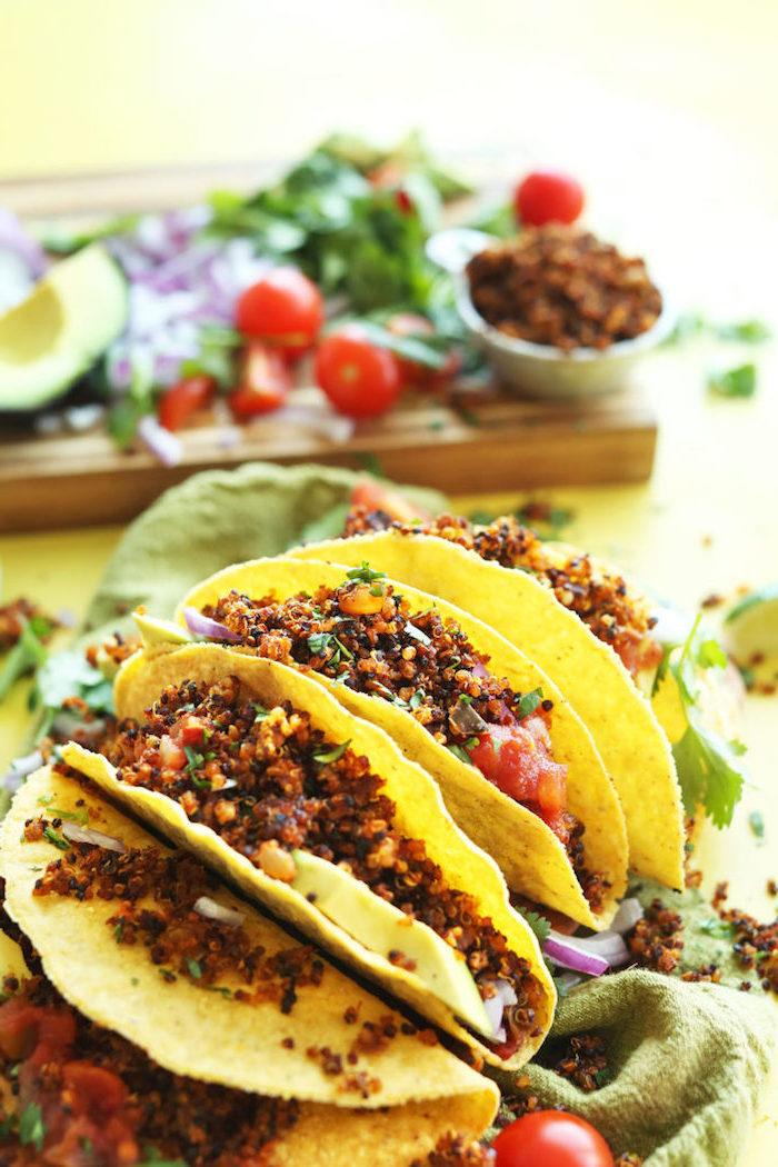 Mexikanische Rezepte für leckeres Party Essen, Tortilla Wraps mit Füllung aus Quinoa