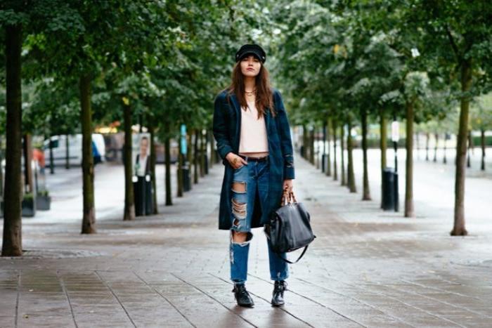 coole marken, trend sportlich jeans, tasche mode ideen weiße bluse, hut