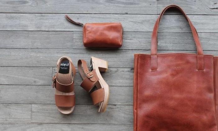 coole marken, braune accessoires, tasche braun schuhe, geldbörse, sandalen