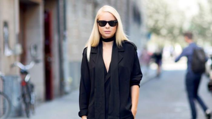 coole marken, schwarzes outfit, damenmode blonde haare, brille, tiefe decolette