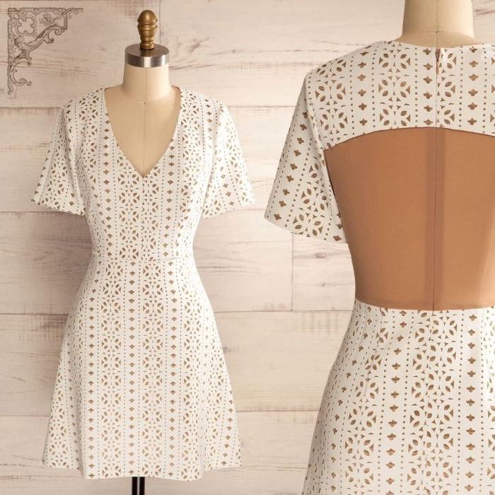 coole marken, weißes kleid mit kurzen ärmeln, rücken nackt, spitze kleid