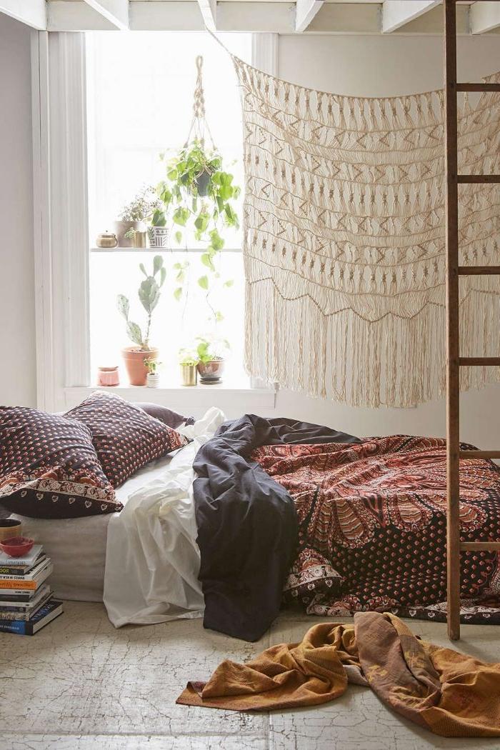 deko schlafzimmer, orientalisch oder ethno stil idee für da schlafzimmer, treppe zum oberen stock