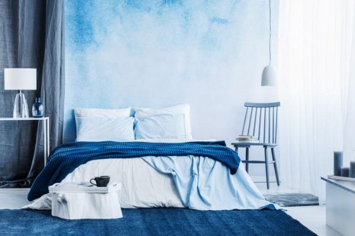 deko schlafzimmer, blaues zimmerdesign, zimmer ideen dekorationen und möbel in blau, nuancen des blauen