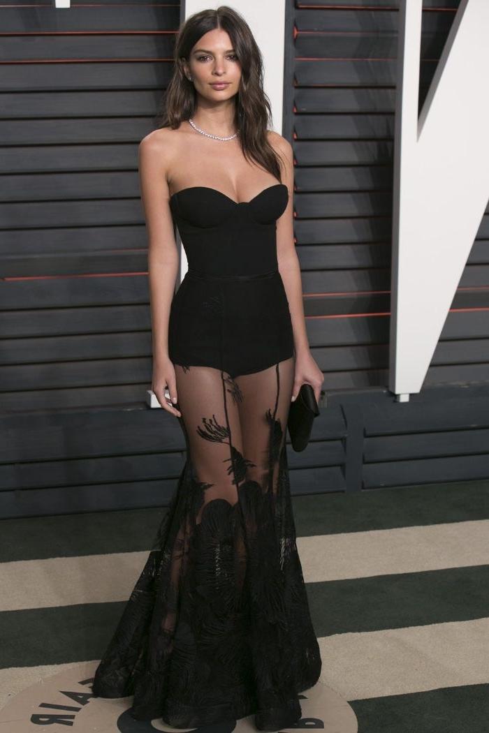 nachhaltige kleidung, schwarze kleidung mit transparentem unterteil mit spitze und dekorationen, elegantes abend outfit