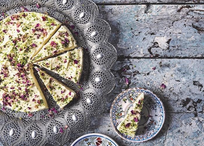 nachtisch ideen, kösekuchen mit pistazien, frischkäsekuchen rezept, geburtstagskuchen