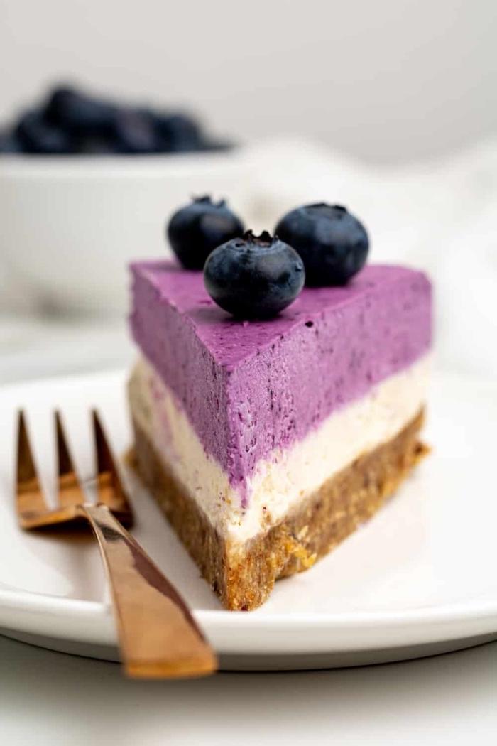 nachtisch ideen, kuchen mit frishckäse und blaubeeren, frisches sommerdessert, philadelphia torte