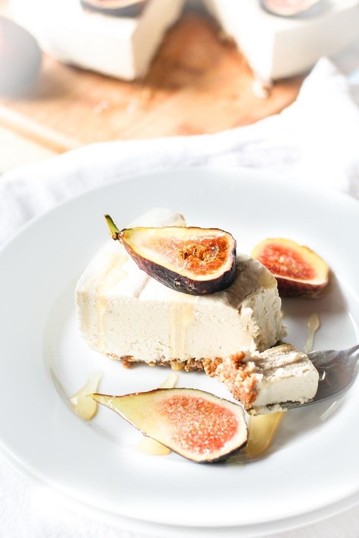 nachtisch ideen, cheesecake mit karamell und feigen, geburtstagstorte rezepte, frishckäsekuchen