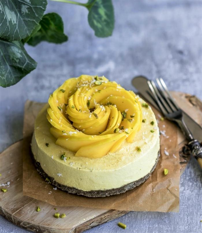 sommer dessert ideen, nachtisch rezepte einfach und schnell, käsekuchen mit mango und kokos