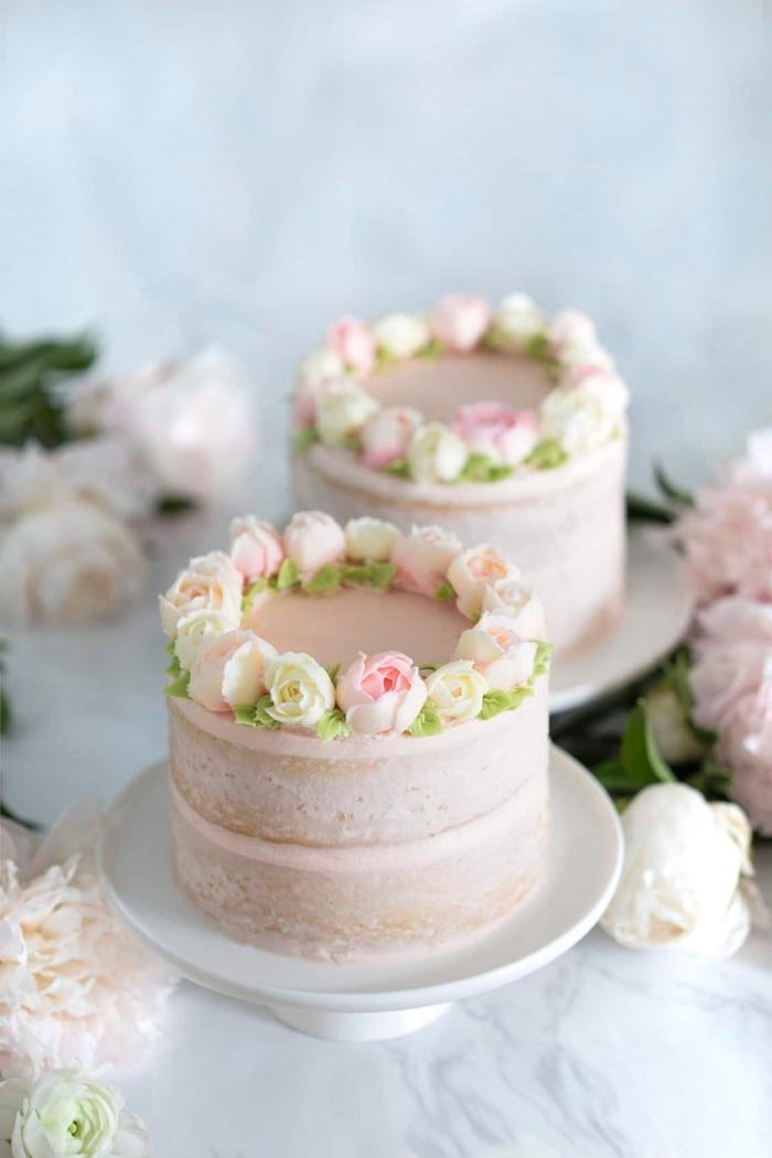 naked cake hochezitstorte, torten 20 cm, hochzeitskuchen dekoriert mit rosa creme und blüten