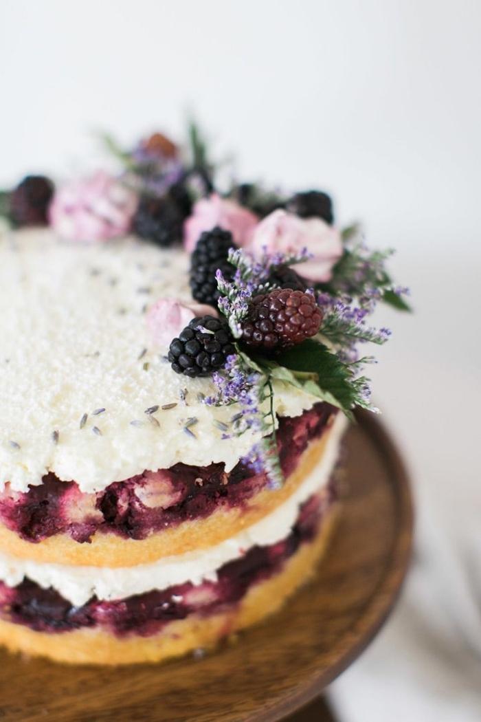 naked cake, einfache tortendeko, geburtstagstorte mit brombeeren und mascarpone