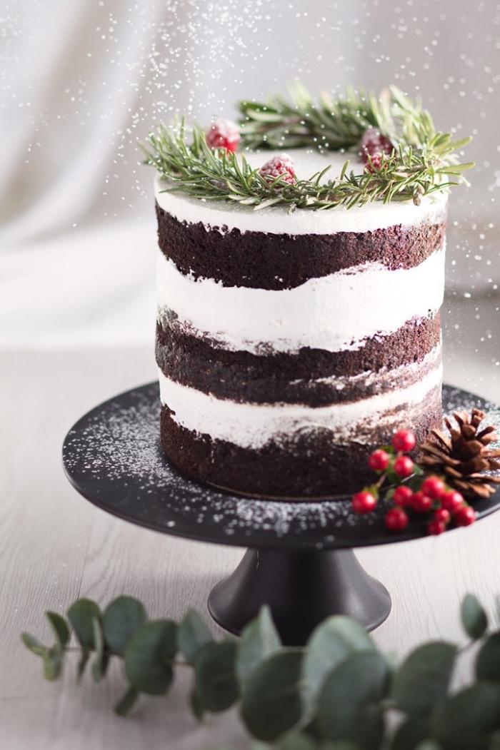 naked cake mit schokolade, weiße sahne, schokoaldentorte mit himbeeren, nachtisch zu weihanchten