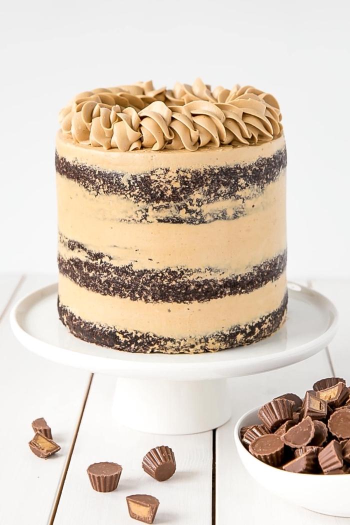 naked cake, rezept mit schokoalde und erdnussbutter, leckere torte, geburtstagskuchen ideen, pralinen