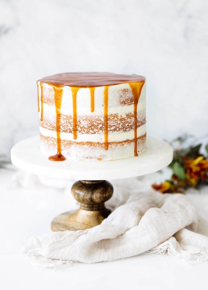 naked torte selber machen, einfache tortendeko, dripped kuchen, karamell