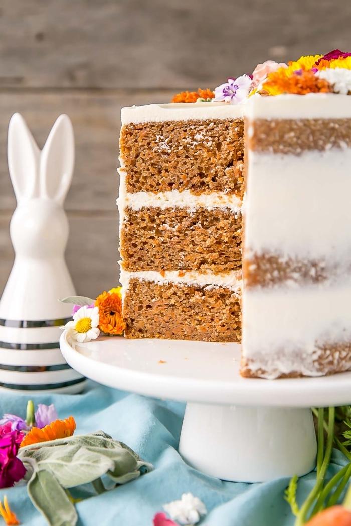 naked torte mit karotten, nachtishc zum ostern, osterkuchen rezept, buttercreme