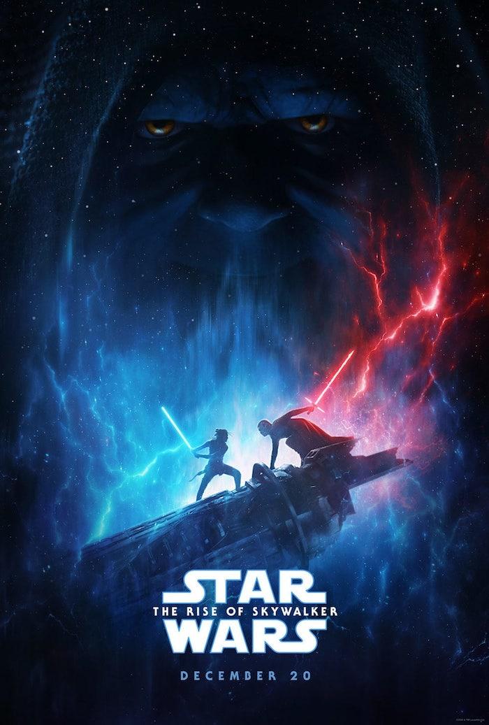 poster zu dem film star wars the rise of skywalker, rey und kylo ren, mann un frau mit blauen und roten lichtschwerten