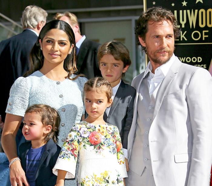 Matthew McConaughey zusammen mit seiner Ehefrau Camila Alves und ihren drei Kindern Levi, Vida und Livingston