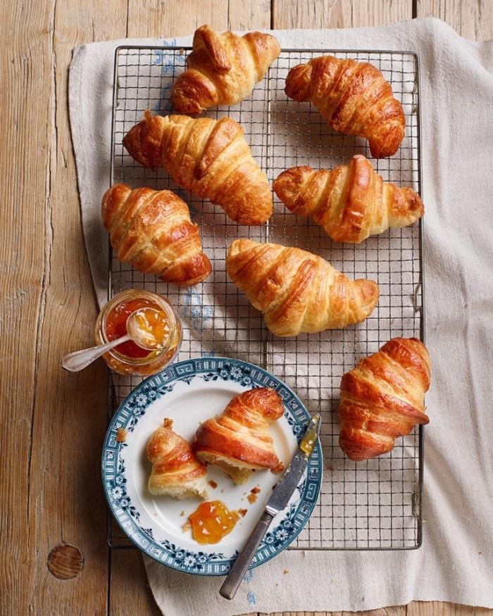 picknick snacks, mini croissants mit marmelade, einfaches rezept, partyessen ideen