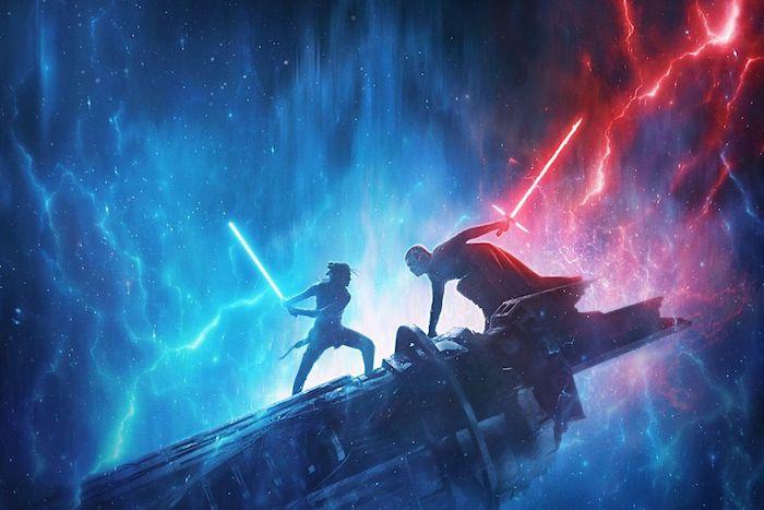 kylo ren und rey, jedi ritter mit blauen und roten lichtschwerten all mit vielen kleinen blauen sternen, poster zu dem film star wars the rise of skywalker