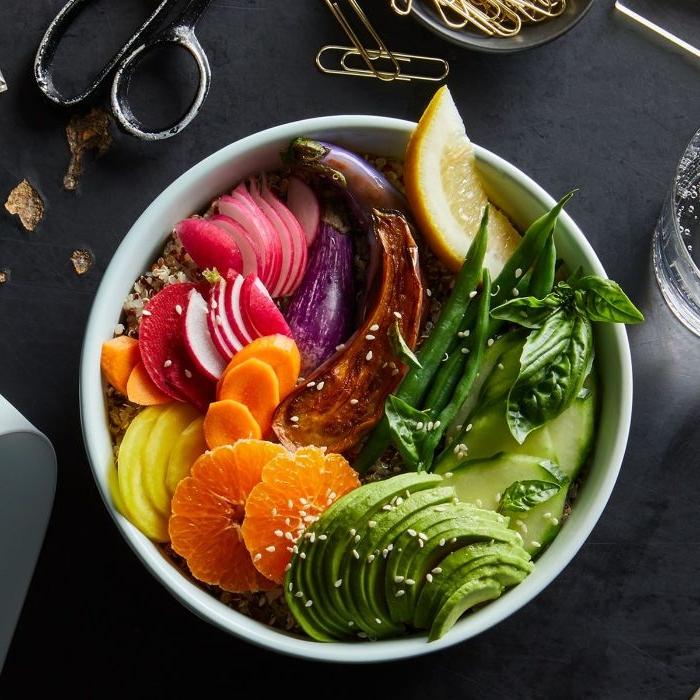 was koche ich morgen, schüssel mit avocados, orangen, rüben, zitrone, bowl speise
