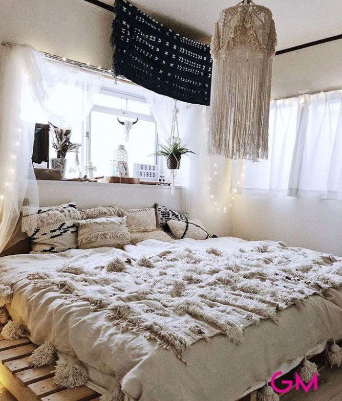 schlafzimmer design, ethno zimmer design idee, beiges zimmer, lampe, fenster