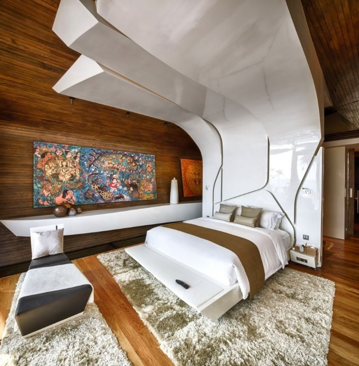wandgestaltung schlafzimmer, weiß und braun mit buntem bild an der wand, gestaltung ideen