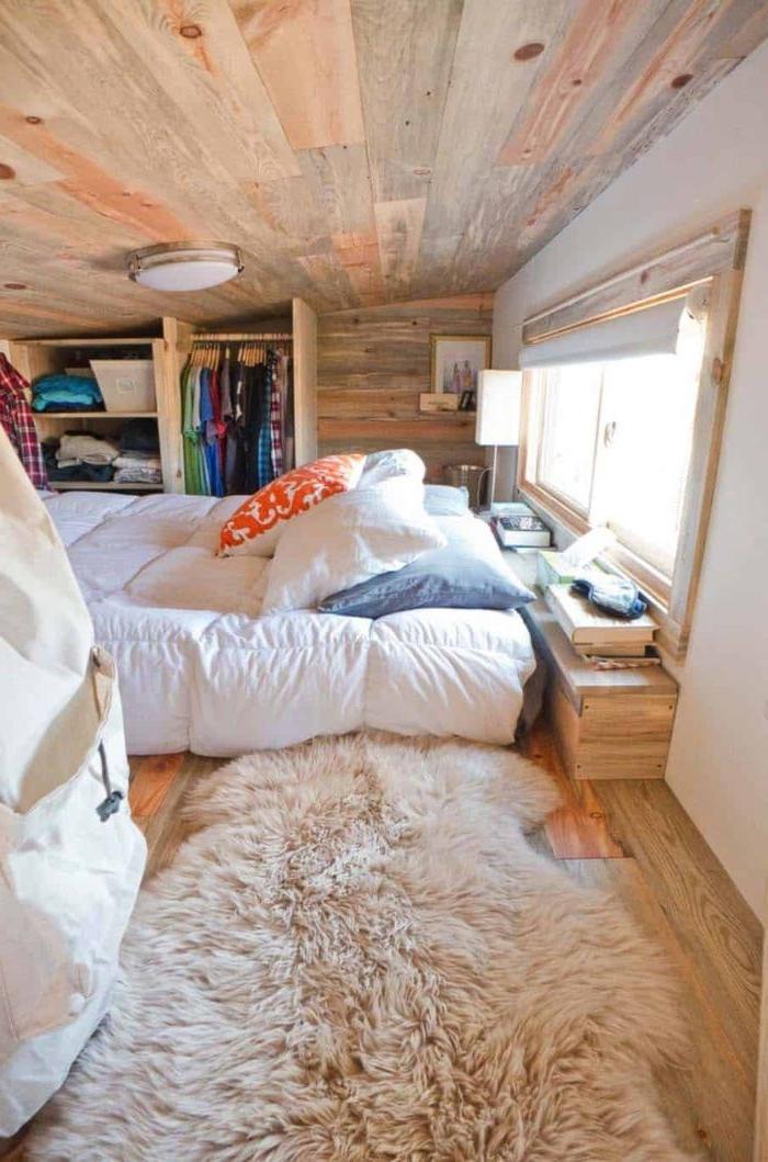schlafzimmer modern, eine kreative und coole zimmergestaltung, ideen, flauschiger teppich,