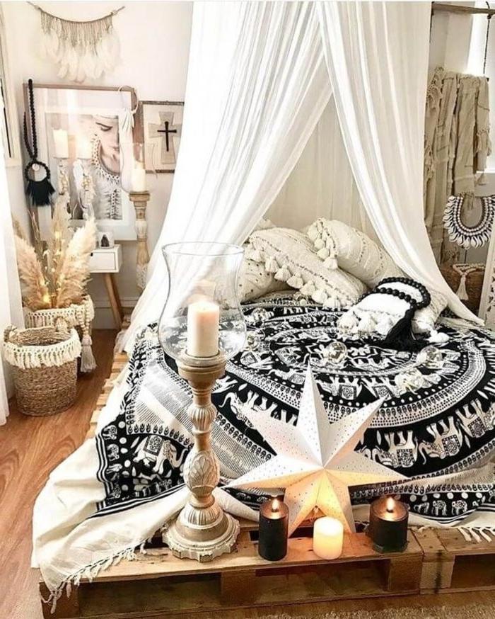 schlafzimmer modern, eine kreative bettgestaltung mit vorhängen und eine bettdecke aus ägypten, ethno stil